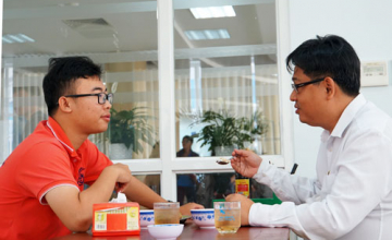 "Saigon's students joined in ""Having lunch with presidents"""