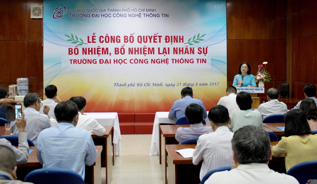 Dr Nguyen Hoang Tu Anh made a remark to congratulate new management leaders