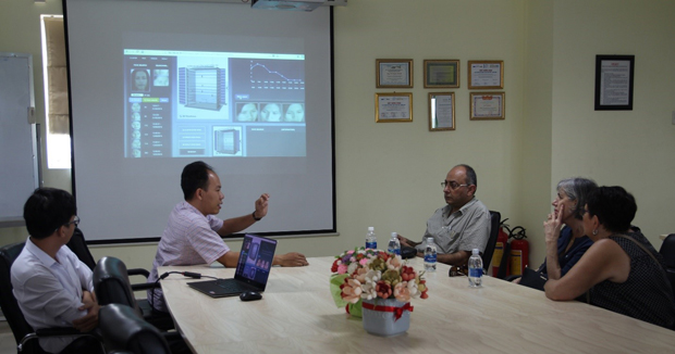 Dr. Ngo Duc Thanh – Dean of Computer Science Faculty is discussing with Professor