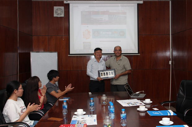 Dr. Nguyen Anh Tuan  – Vice Rector is giving a UIT's present to Professor