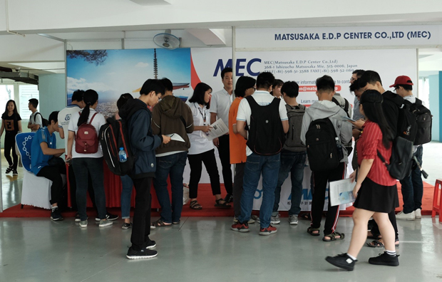 Students are visiting a MEC's booth