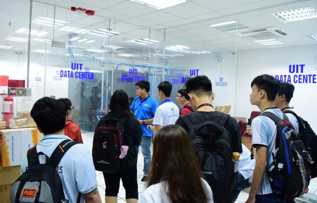 Students are sight-seeing at the Data Center Room