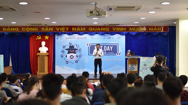 Dr. Nguyen Anh Tuan – Vice Rector is making his speech  to congratulate the opening of the NET Day 2019